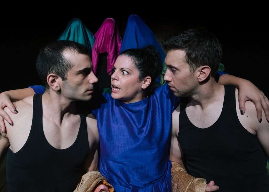 Το θρυλικό «Σκλαβί» της Ξένιας Καλογεροπούλου στο Θέατρο Πόρτα | tlife.gr