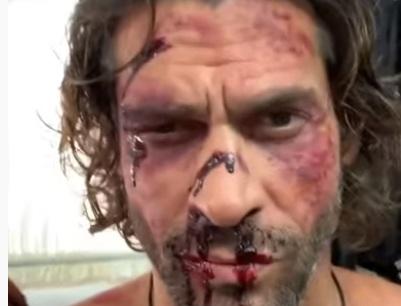 Γιάννης Σπαλιάρας: Μας δείχνει backstage video από τη σειρά του Netflix και… έχει φάει πολύ ξύλο! video | tlife.gr