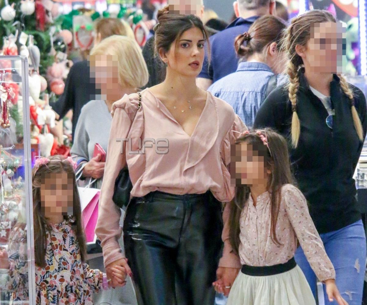 Σταματίνα Τσιμτσιλή: Ξεκίνησε τα χριστουγεννιάτικα ψώνια με τις κόρες της! [pics]