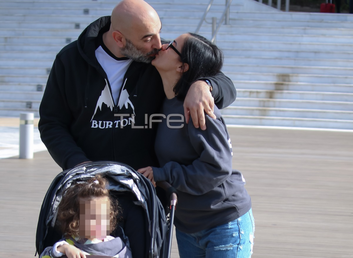 Κατερίνα Τσάβαλου – Δημήτρης Στεργίου: Ερωτευμένοι σε πρωινή βόλτα με την ενάμισι έτους κόρη τους [pics]