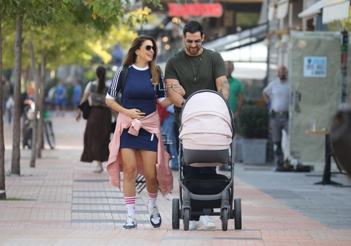 Ελένη Χατζίδου – Ετεοκλής Παύλου: Πρωινή βόλτα με την τριών μηνών κόρη τους! Φωτογραφίες | tlife.gr