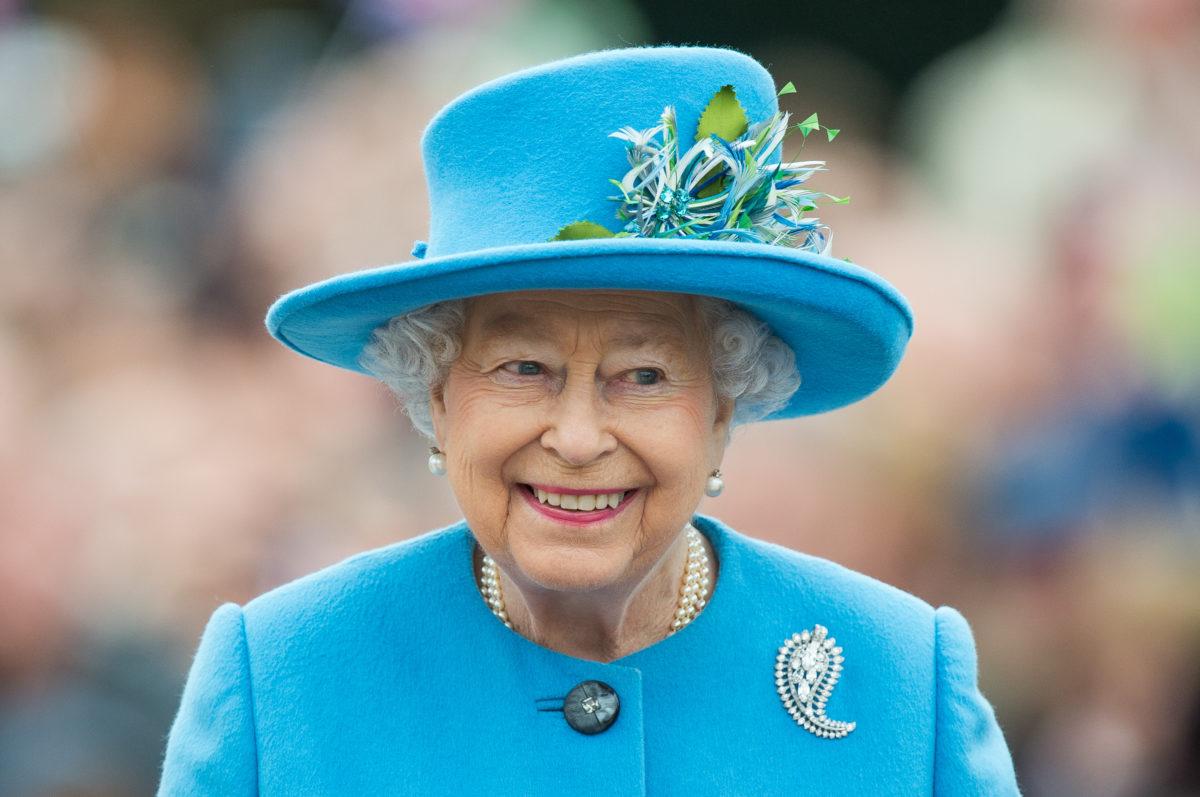 Αυτή είναι η μοναδική φορά μέσα στον χρόνο που η Βασίλισσα Ελισάβετ παίρνει makeup artist για το μακιγιάζ της!   tlife.gr
