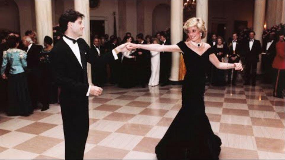 """Το """"φόρεμα Τραβόλτα"""" της πριγκίπισσας Νταϊάνα πουλήθηκε πάνω από 252.000 ευρώ!"""