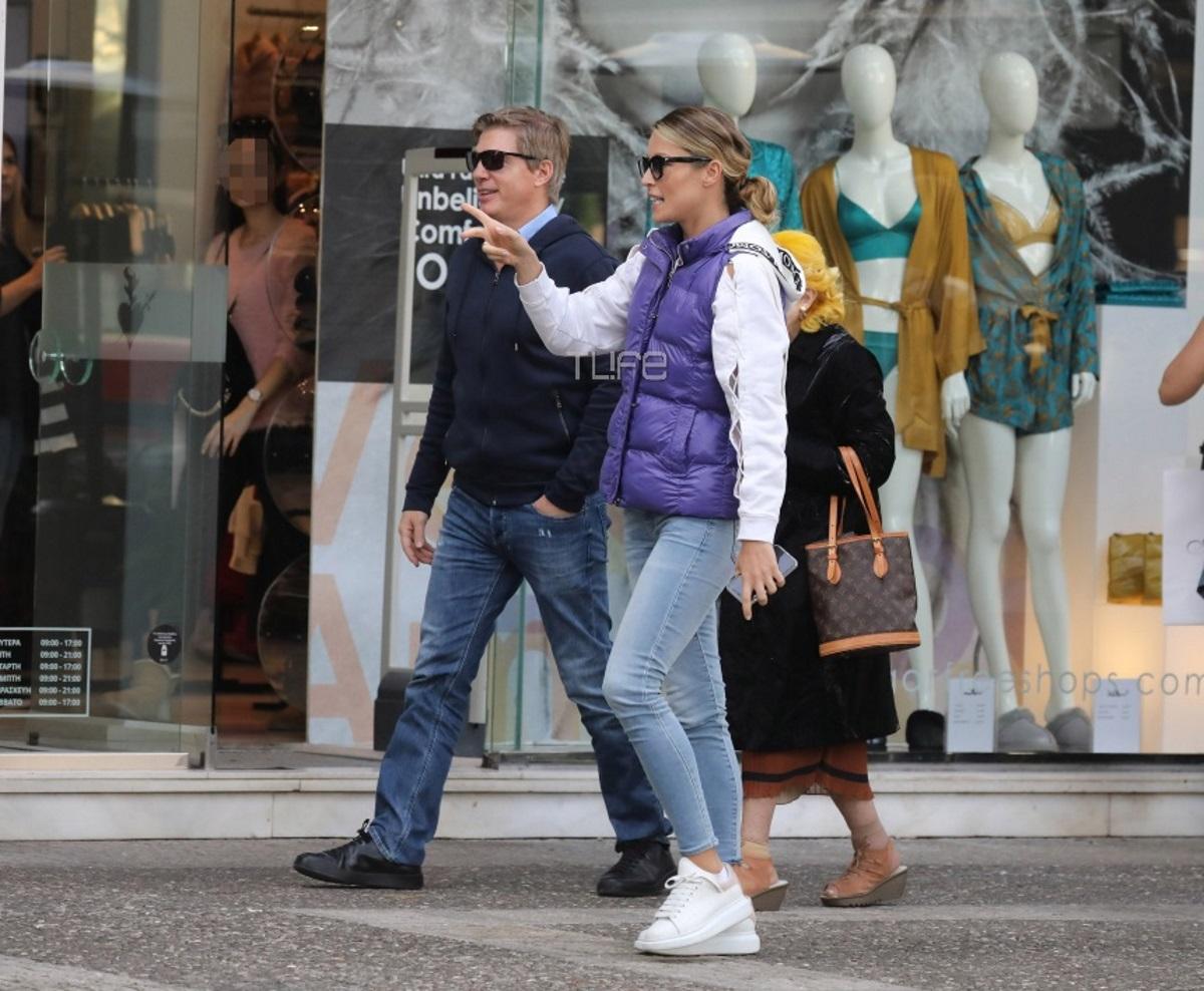 Μαριέττα Χρουσαλά: Με casual look για ψώνια μαζί με τον Λέοντα Πατίτσα και την πεθερά της! [pics]