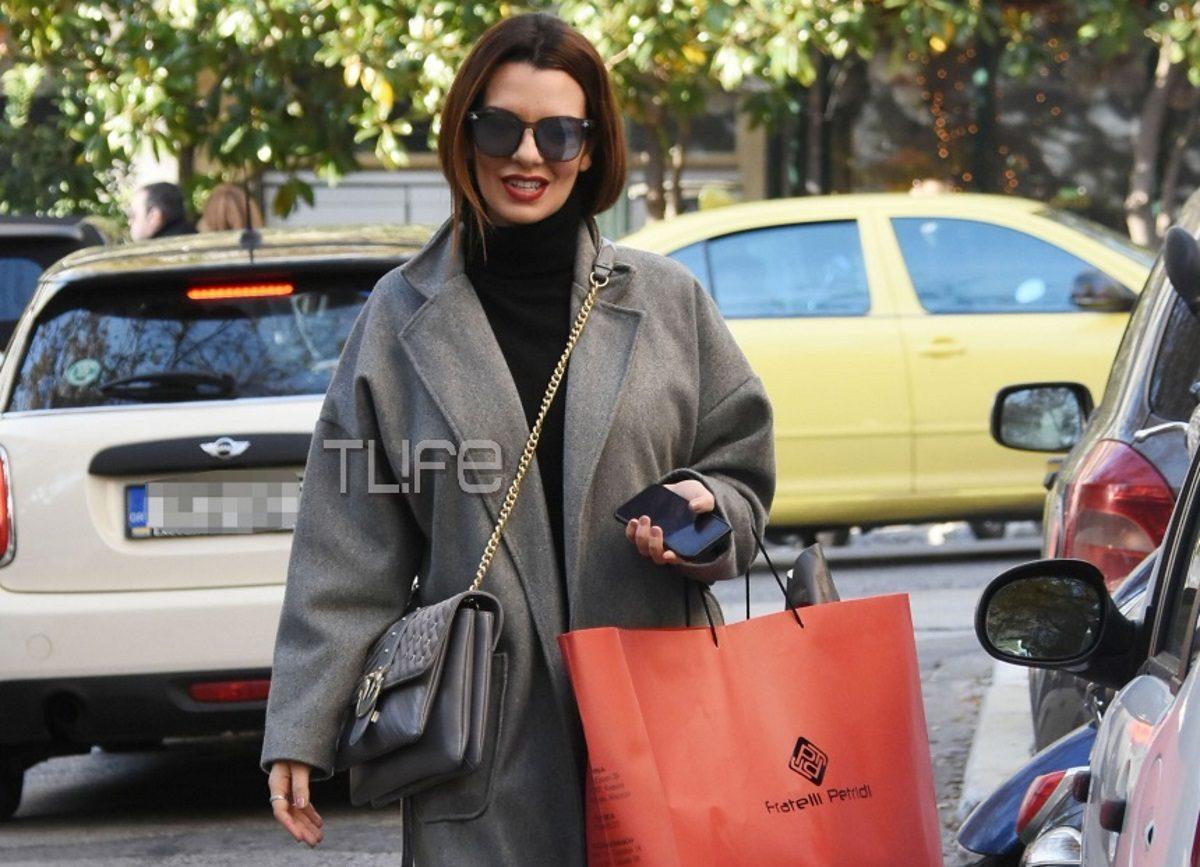 Νικολέττα Ράλλη: Για χριστουγεννιάτικες αγορές στο Κολωνάκι! Φωτογραφίες | tlife.gr