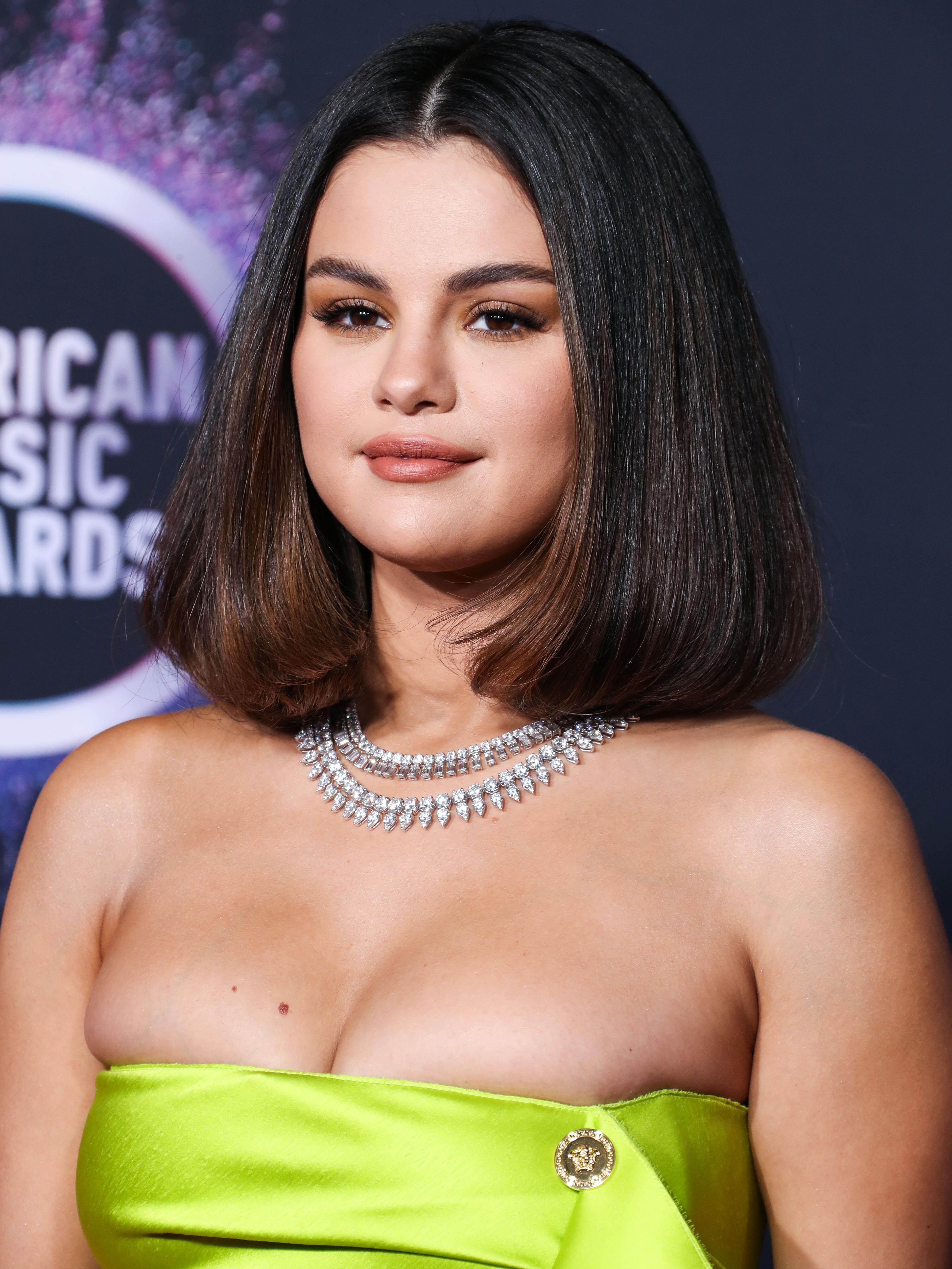 Η Selena Gomez μόλις έκανε το trendiest κούρεμα της σεζόν!