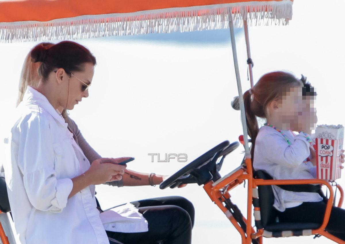 Υβόννη Μπόσνιακ: Πρωινήποδηλατάδα στην παραλία της Θεσσαλονίκης μαζί με την κόρη της, Ελένη! [pics] | tlife.gr