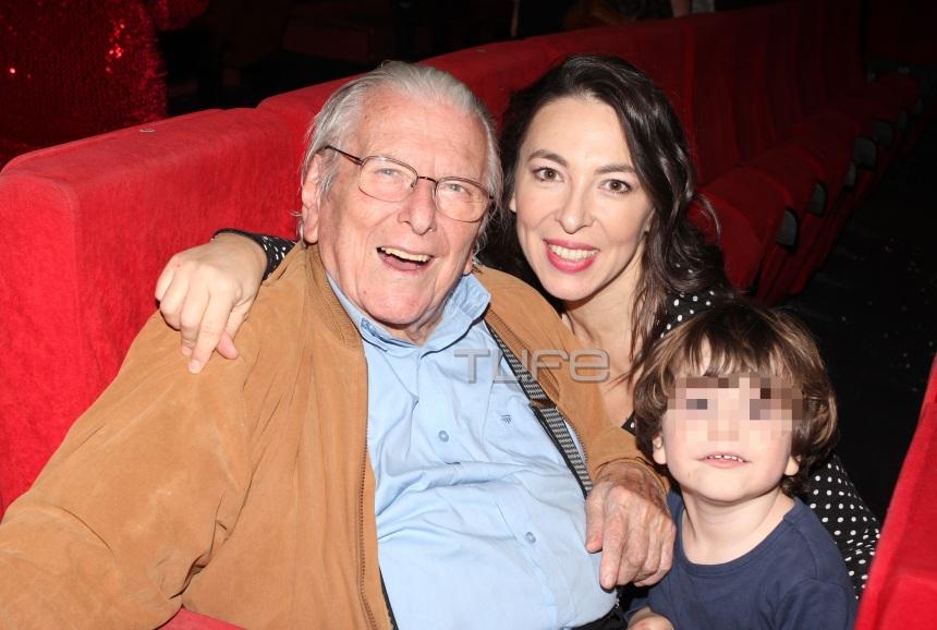 Αλίκη Κατσαβού: Καμάρωσε τον Κώστα Βουτσά στο θέατρο με τον γιο τους Φοίβο! [pics]