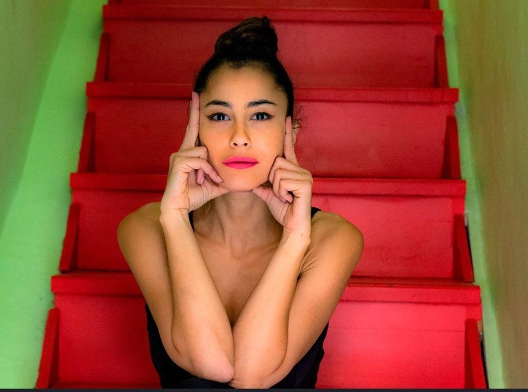 Βαρβάρα Λάρμου: Η πρωταγωνίστρια των 8 λέξεων κάνει γιόγκα και εντυπωσιάζει τους διαδικτυακούς της φίλους | tlife.gr