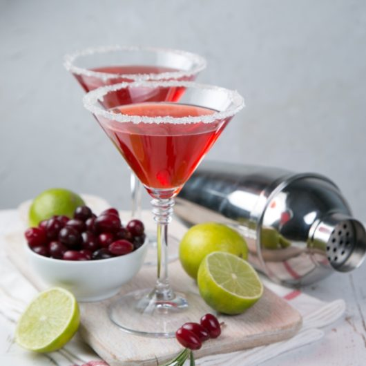 Christmas Cosmo Cocktail | tlife.gr