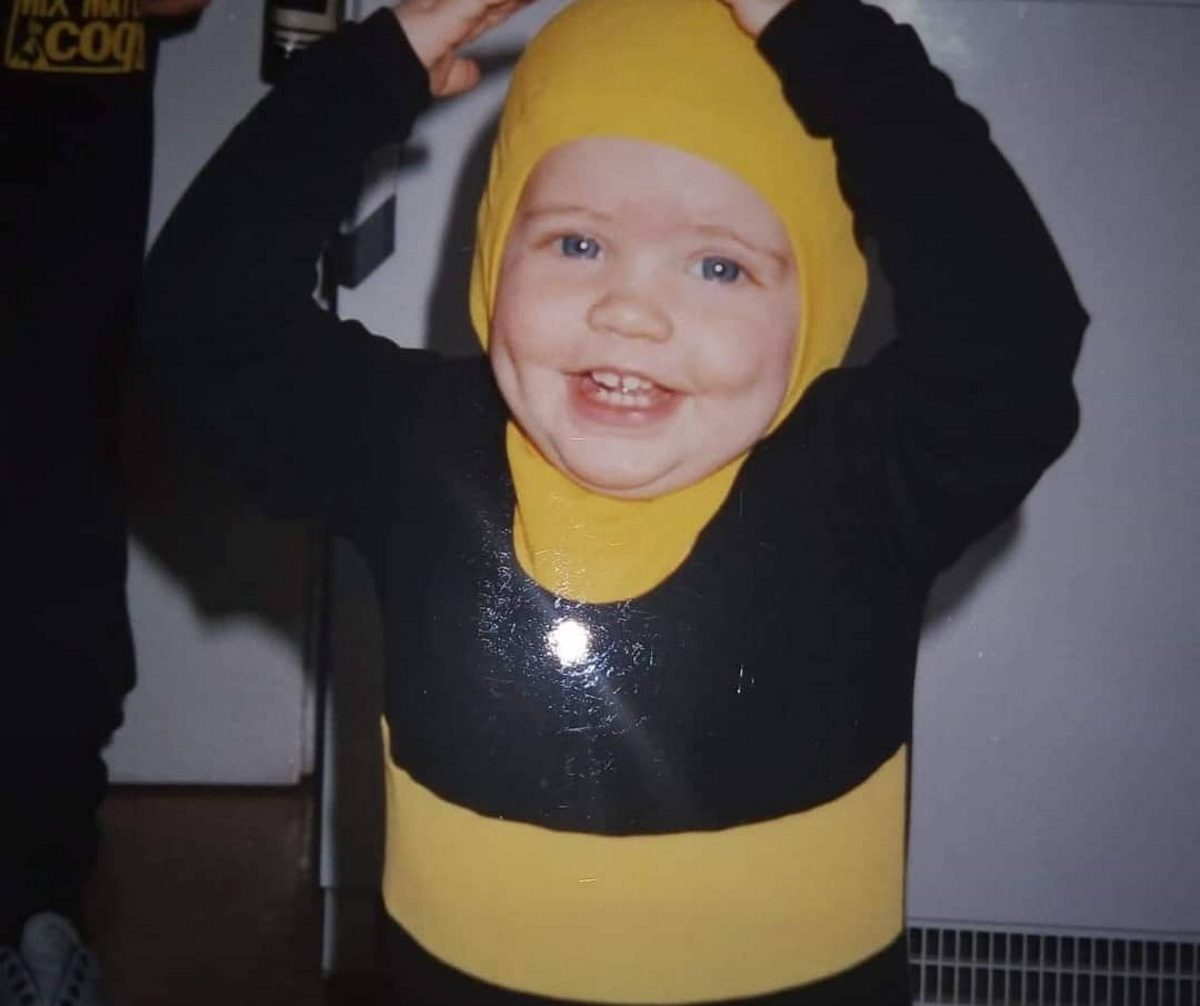 Άγριες Μέλισσες: Πρωταγωνίστρια της σειράς μωρό, ντυμένη… μέλισσα! Ποια είναι; | tlife.gr