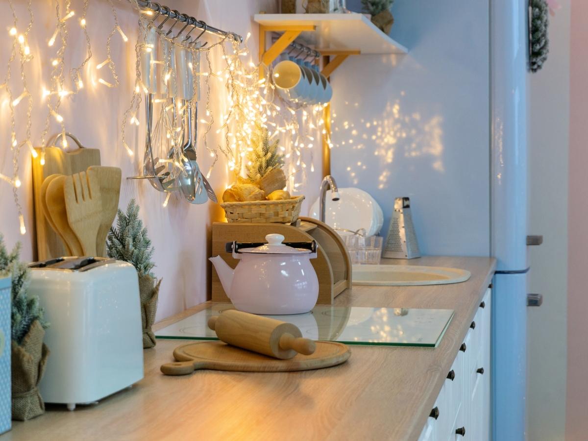Έξυπνες ιδέες για να χρησιμοποιήσεις τα γιορτινά λαμπάκια στο σπίτι σου