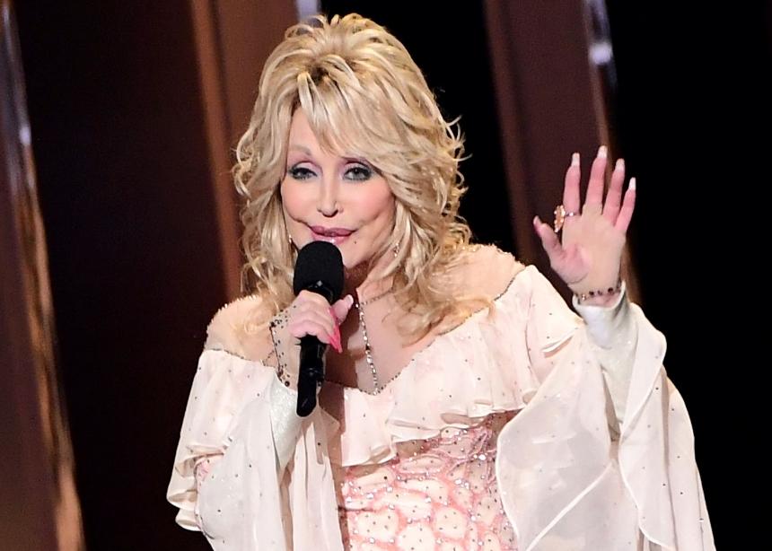 H Dolly Parton χρησιμοποίησε το ακριλικό μανικιούρ της για να ηχογραφήσει το «9 to 5»! | tlife.gr