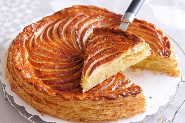 Μήπως προτιμάς τη γαλλική βασιλόπιτα; Δες τη συνταγή του Τάσου Αντωνίου!