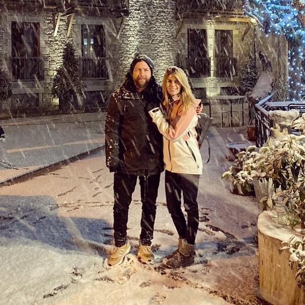 Γιάννης Βαρδής – Νατάσα Σκαφιδά: Ζουν τα  πιο χιονισμένα Χριστούγεννα! [pics] | tlife.gr