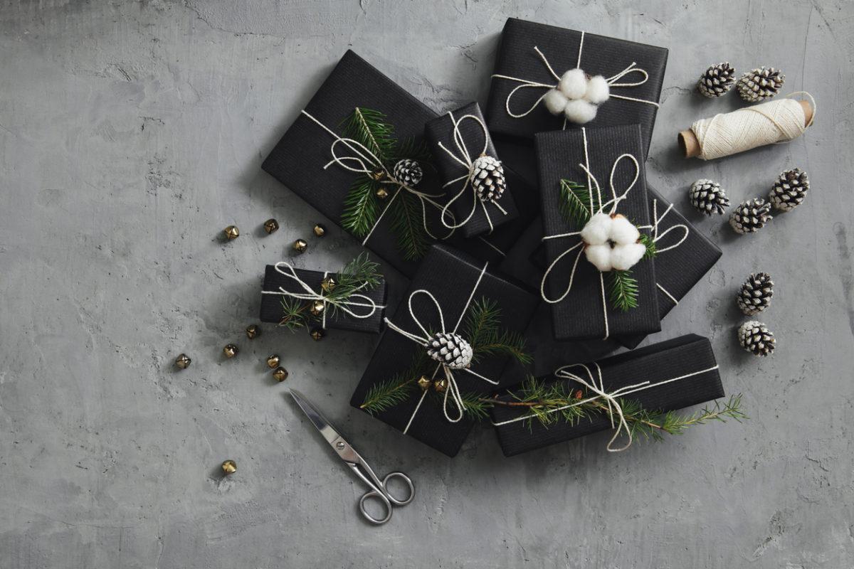 10 τρόποι να τυλίξεις τα χριστουγεννιάτικα δώρα με στιλ | tlife.gr