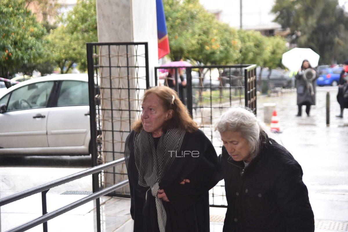 Θάνος Μικρούτσικος: Θλιμμένη στην κηδεία του η πρώην σύζυγός του Ειρήνη Ιγγλέση [pics]   tlife.gr