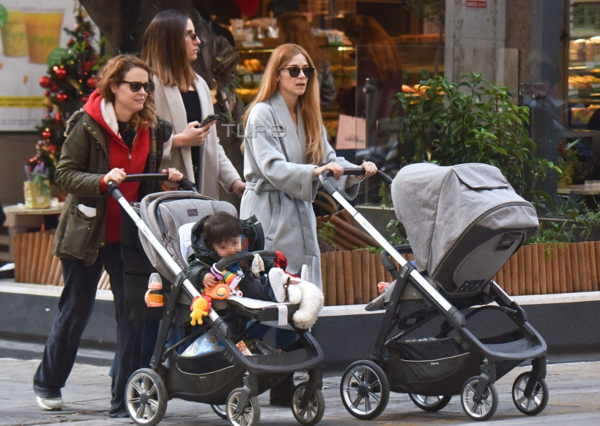 Ιωάννα Παππά – Λένα Παπαληγούρα: Είναι ξετρελαμένες με τους γιους τους! Βόλτα μαζί τους στο Σύνταγμα [pics] | tlife.gr