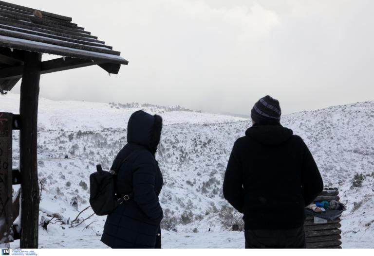 Καιρός Πρωτοχρονιάς: Επιμένουν τα χιόνια και οι χαμηλές θερμοκρασίες | tlife.gr