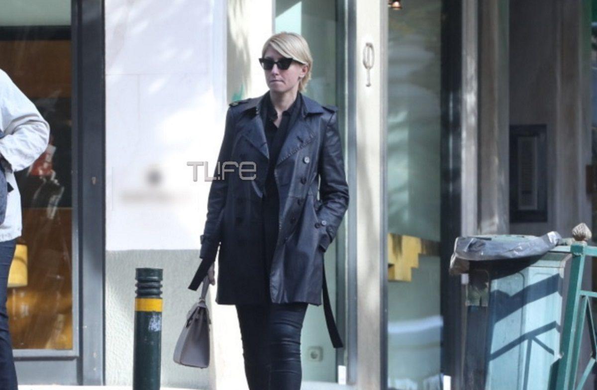 Σία Κοσιώνη: Για ψώνια στο Κολωνάκι με total black look! [pics] | tlife.gr