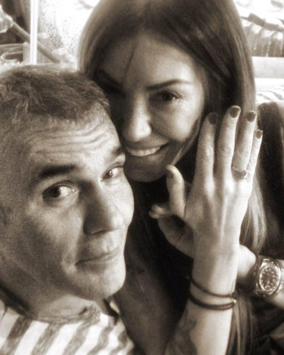 Στέλιος Ρόκκος: Η σύζυγός του γιορτάζει την επέτειό τους με μια σπάνια φωτογραφία από το γάμο τους! | tlife.gr