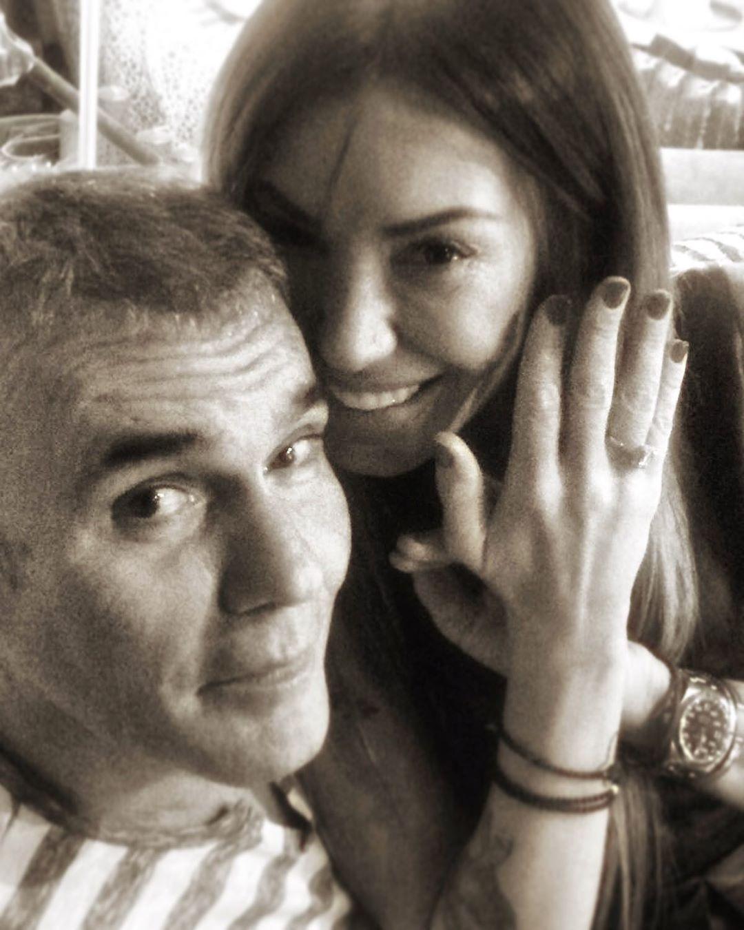 Στέλιος Ρόκκος: Η σύζυγός του γιορτάζει την επέτειό τους με μια σπάνια φωτογραφία από το γάμο τους!