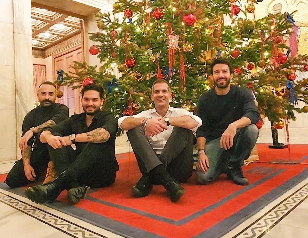Melisses: Γιατί φωτογραφίζονται κάτω από το δέντρο με τον Κώστα Μπακογιάννη; | tlife.gr