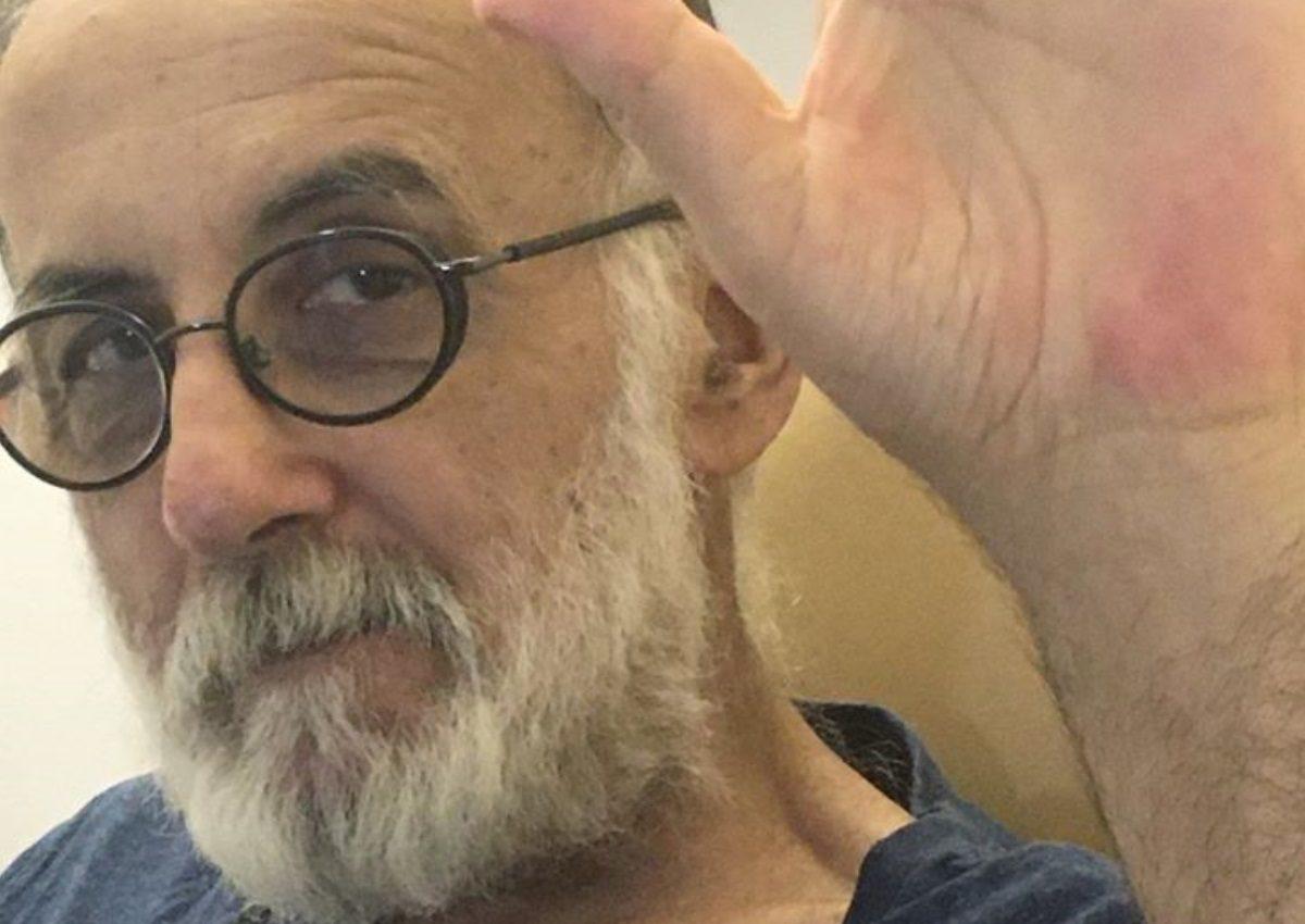 Θάνος Μικρούτσικος: Ραγίζει καρδιές του μήνυμα του Γιώργου Καραδήμου για το θάνατο του μουσικοσυνθέτη | tlife.gr