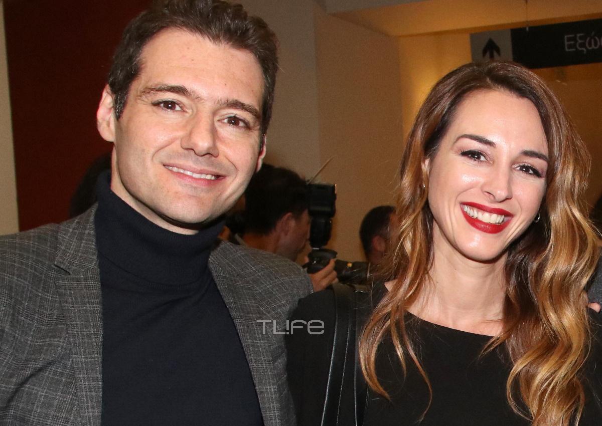 Βίκυ Παπαδοπούλου – Θάνος Τοκάκης: Το ζευγάρι ποζάρει μπροστά στο χριστουγεννιάτικο δέντρο του!