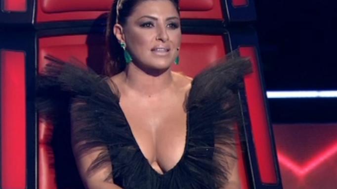Έλενα Παπαρίζου: Με αβυσσαλέο ντεκολτέ στον τελικό του «The Voice»! | tlife.gr