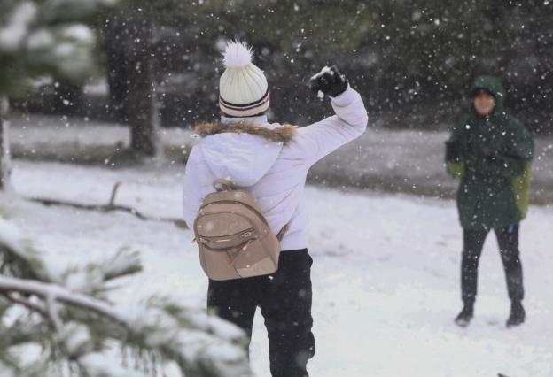 Χιόνια ίσως και αύριο στην Πάρνηθα! «Αγριεύει» ο καιρός εν… αναμονή της «Ζηνοβίας»! | tlife.gr