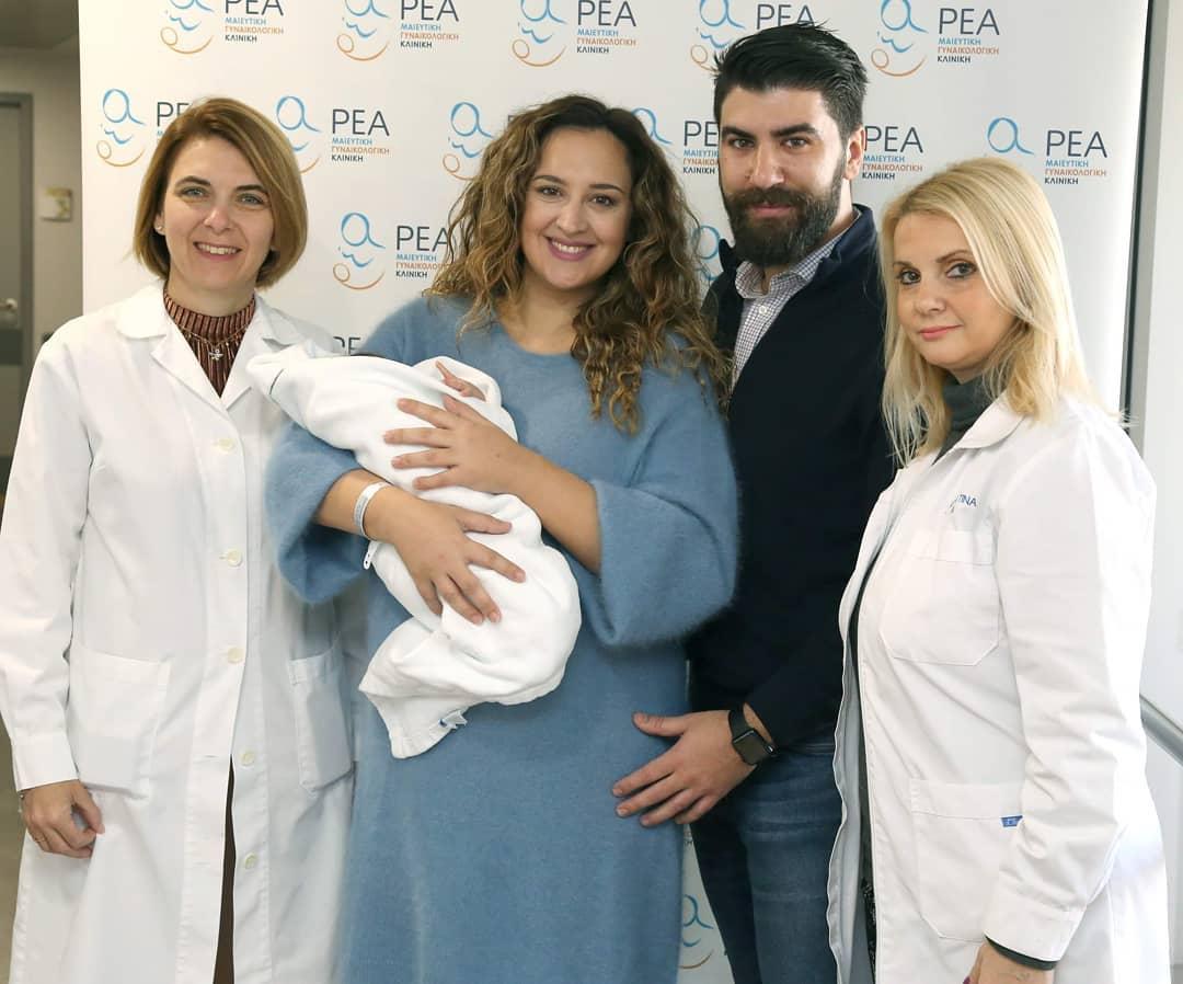 Κλέλια Πανταζή: Οι πρώτες φωτογραφίες από το μαιευτήριο με τον γιο της και τον άντρα της! | tlife.gr