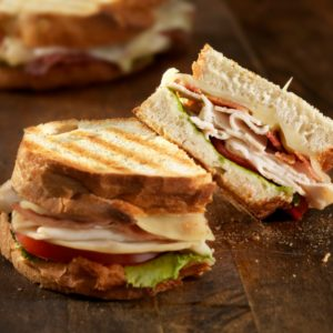 Ζεστό sandwich με το κρέας που απέμεινε από τα εορταστικά τραπέζια