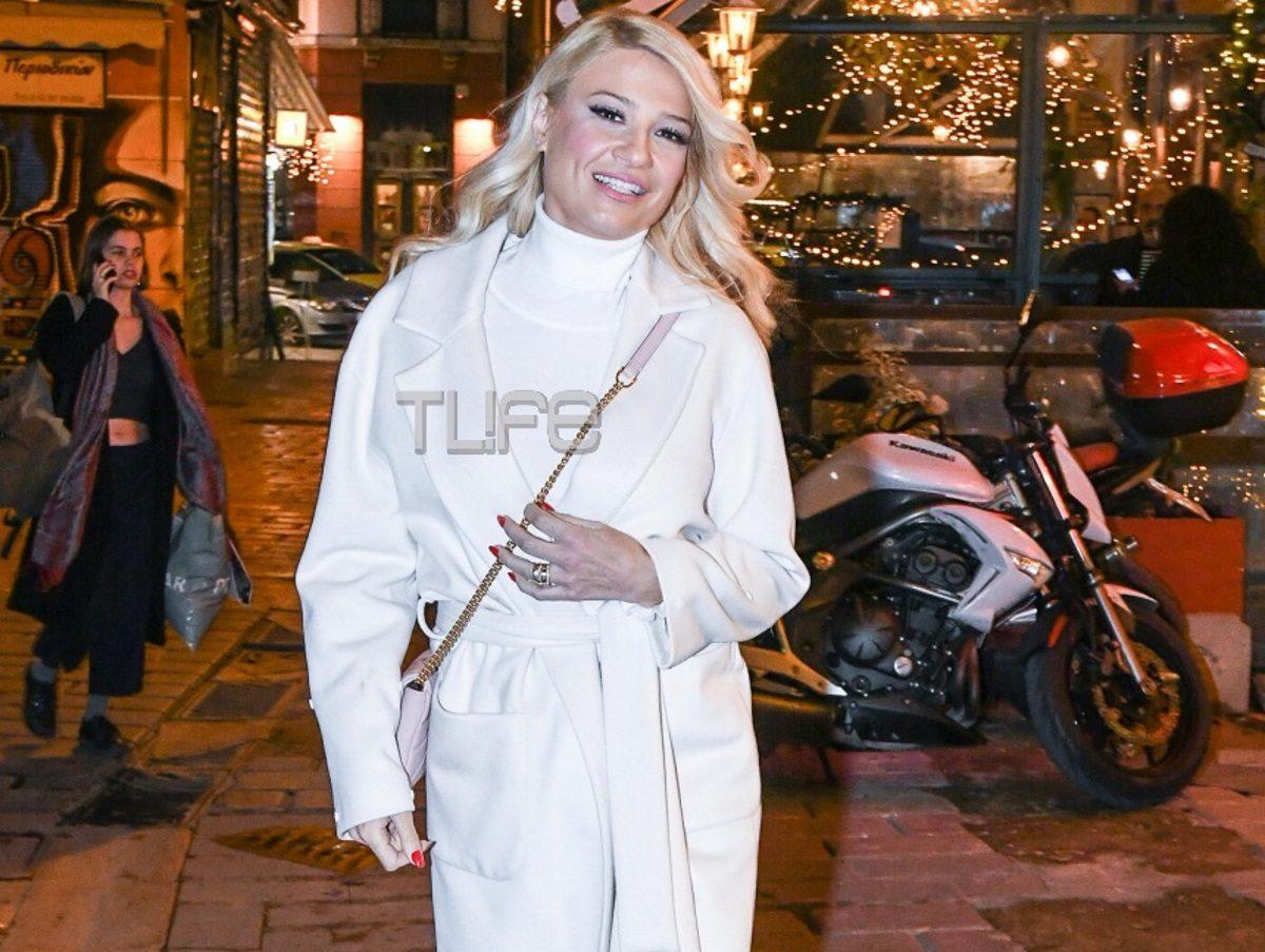 Φαίη Σκορδά: Με άψογο στυλ κάνει βόλτες στην χριστουγεννιάτικη Αθήνα! Φωτογραφίες | tlife.gr