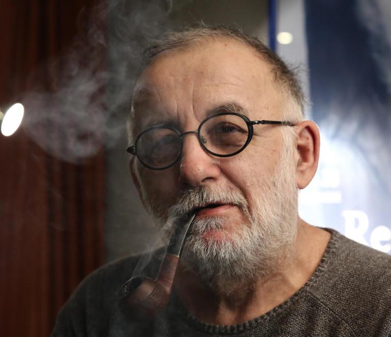 Θάνος Μικρούτσικος: Η αιτία θανάτου του μεγάλου μουσικοσυνθέτη | tlife.gr