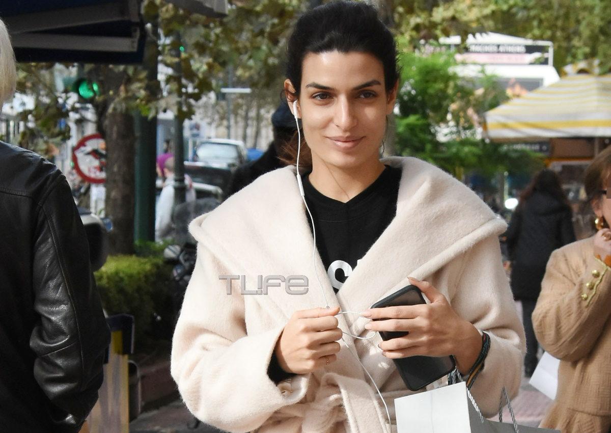 Τόνια Σωτηροπούλου: Πρωινή βόλτα για αγορές στο Κολωνάκι με casual look! [pics] | tlife.gr