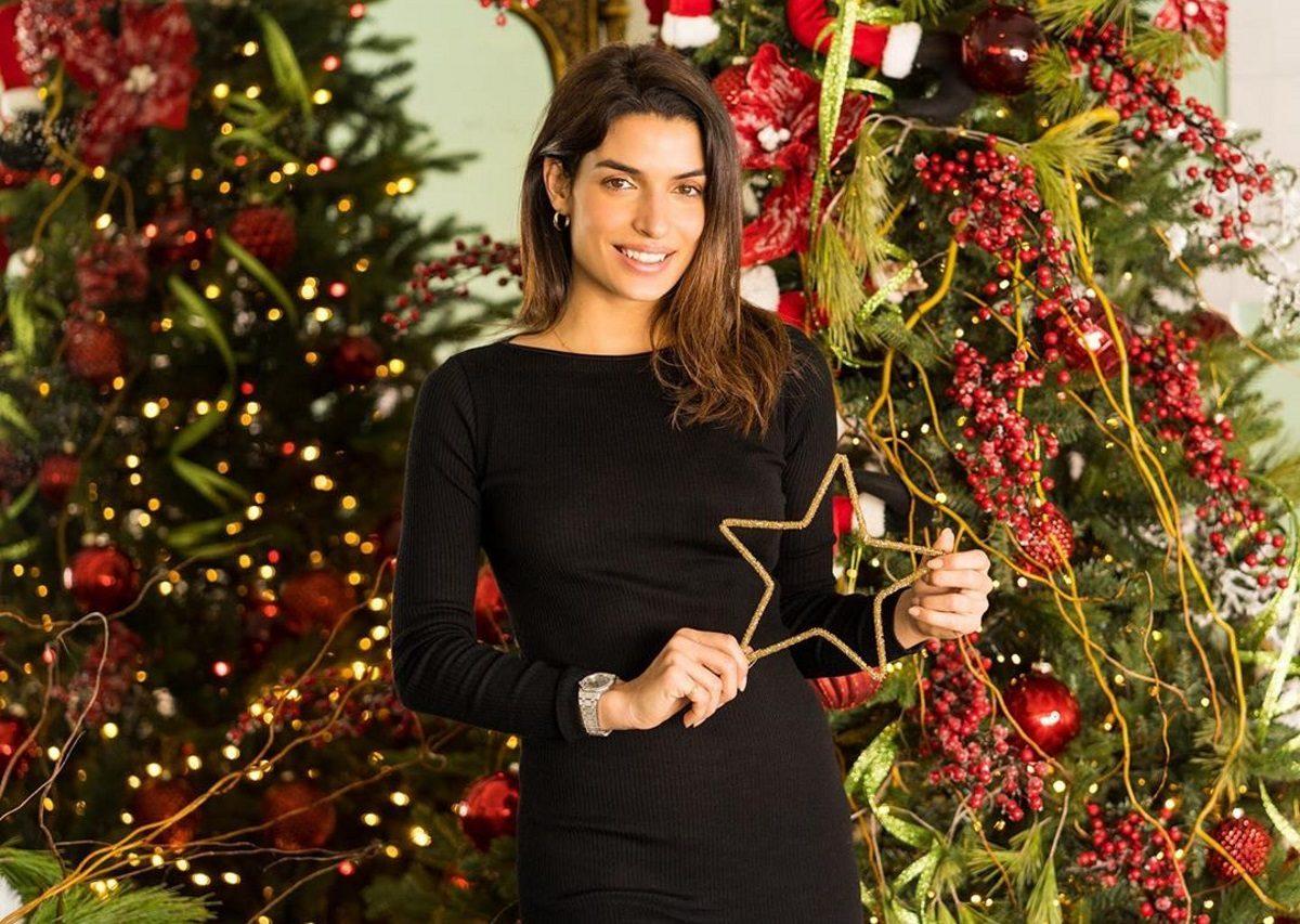 Τόνια Σωτηροπούλου: Ποζάρει μπροστά στο χριστουγεννιάτικο δέντρο μαζί με τη μητέρα της! | tlife.gr