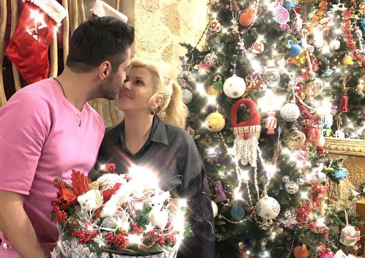 Γιώργος Τσαλίκης: Μας δείχνει καρέ-καρέ τον εντυπωσιακό χριστουγεννιάτικο στολισμό του σπιτιού του!