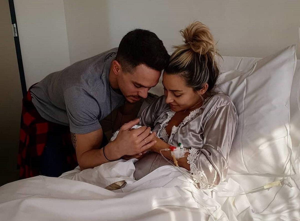 Βασιλική Μιλλούση – Λευτέρης Πετρούνιας: Η πιο γλυκιά selfie με την νεογέννητη κόρη τους!