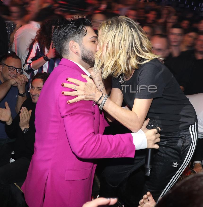 Άννα Βίσση: Τα «έσπασε» στον Χρήστο Μάστορα - Το παθιασμένο φιλί on stage [pics]