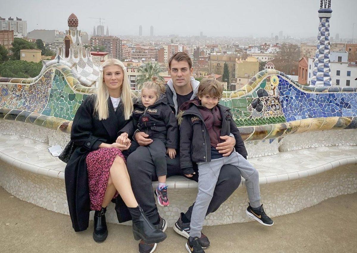 Στέλιος Χανταμπάκης – Όλγα Πηλιάκη: Με τα παιδιά τους στο πιο διάσημο πάρκο της Βαρκελώνης! [pics] | tlife.gr