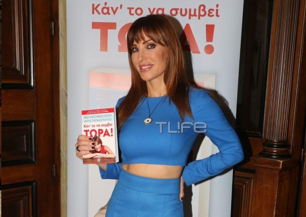 Βίκυ Χατζηβασιλείου: Παρουσίασε το νέο της βιβλίο με την μητέρα της στο πλευρό της! [pics] | tlife.gr