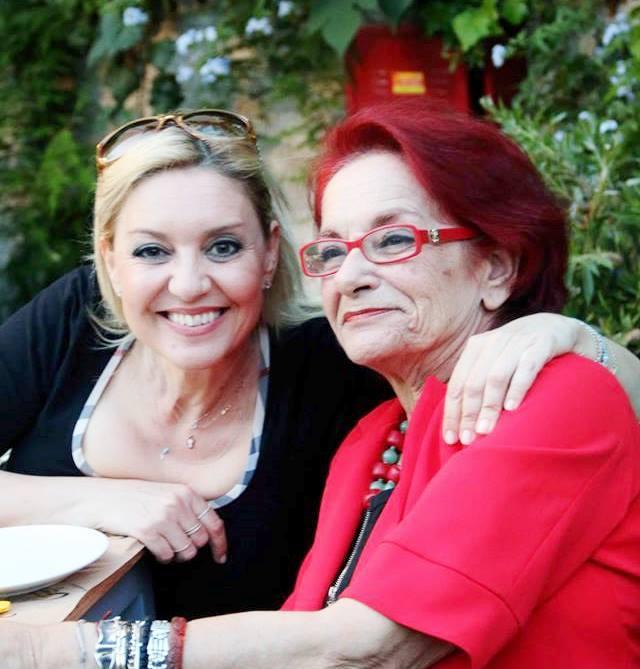 Συγκινεί η Νατάσα Ράγιου με το τελευταίο αντίο στην αγαπημένη της Χριστίνα Λυκιαρδοπούλου