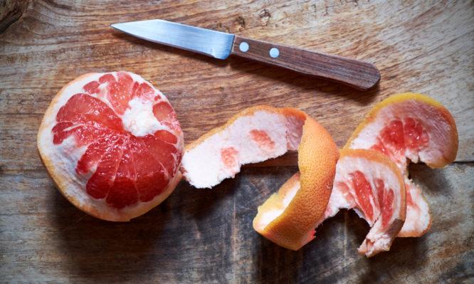 Πως επηρεάζει το γκρέιπφρουτ την υγεία | tlife.gr