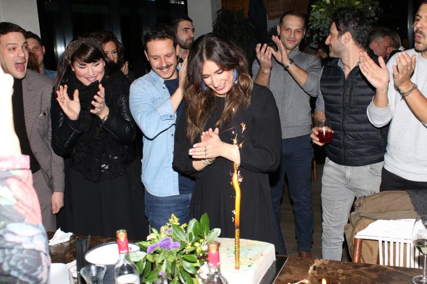 Αντιγόνη Ψυχράμη: Πάρτι για τα γενέθλιά της με τον σύζυγό της και τους φίλους της! [pics] | tlife.gr