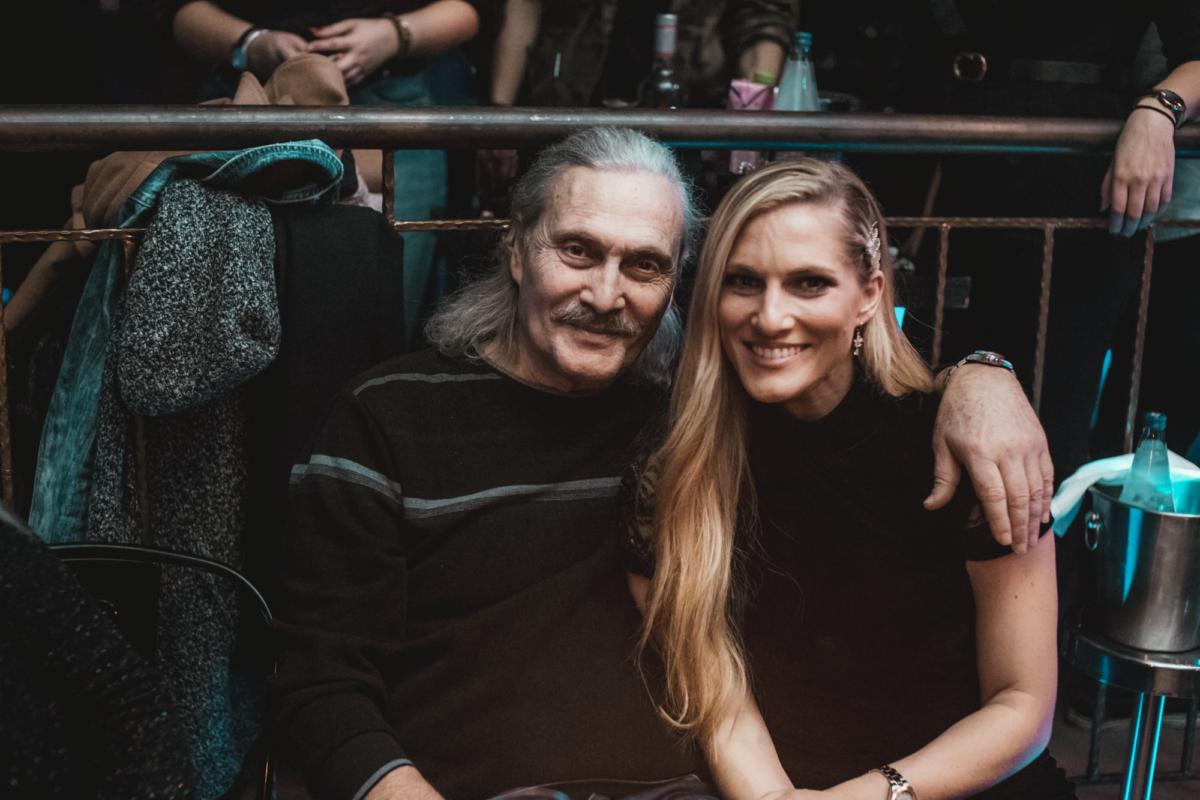 Αλμπέρτο Εσκενάζυ: Σπάνια βραδινή έξοδο με την σύζυγό του! [pics] | tlife.gr