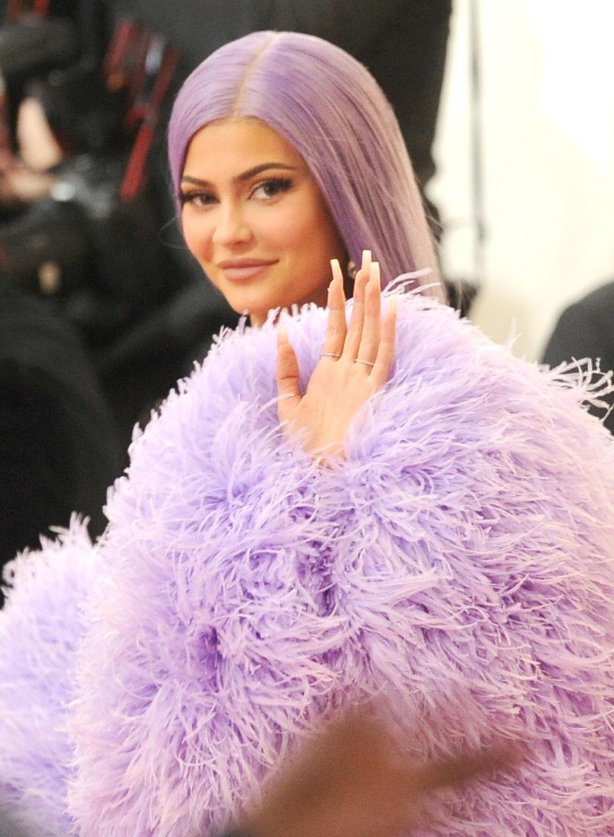 Η Kylie Jenner μόλις μας έβγαλε από το δίλημμα που όλες αντιμετωπίζουμε όταν έχουμε ραντεβού για μανικιούρ! | tlife.gr