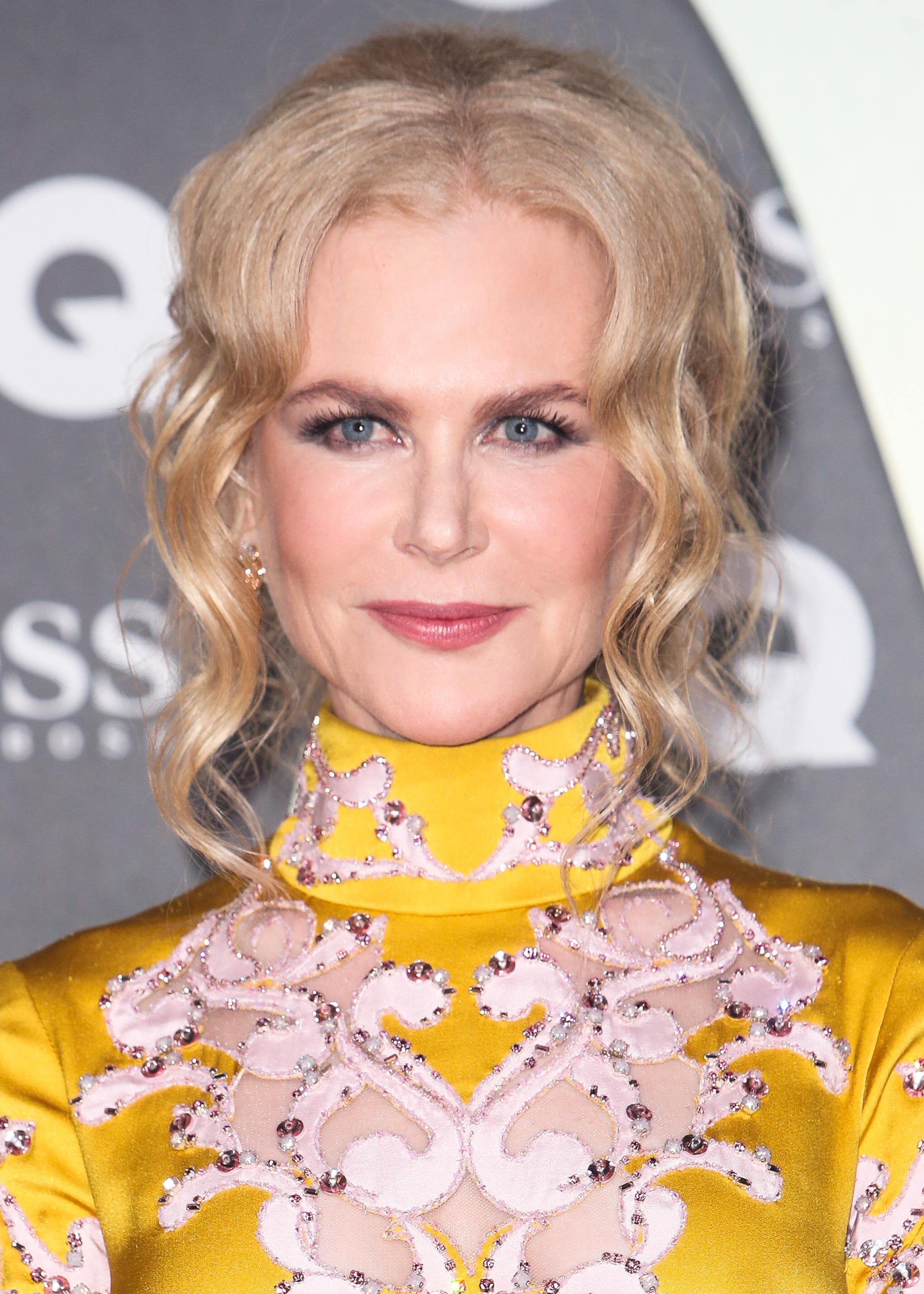 Η Nicole Kidman άφησε τα μαλλιά της φυσικά για τις γιορτές και να πώς είναι!