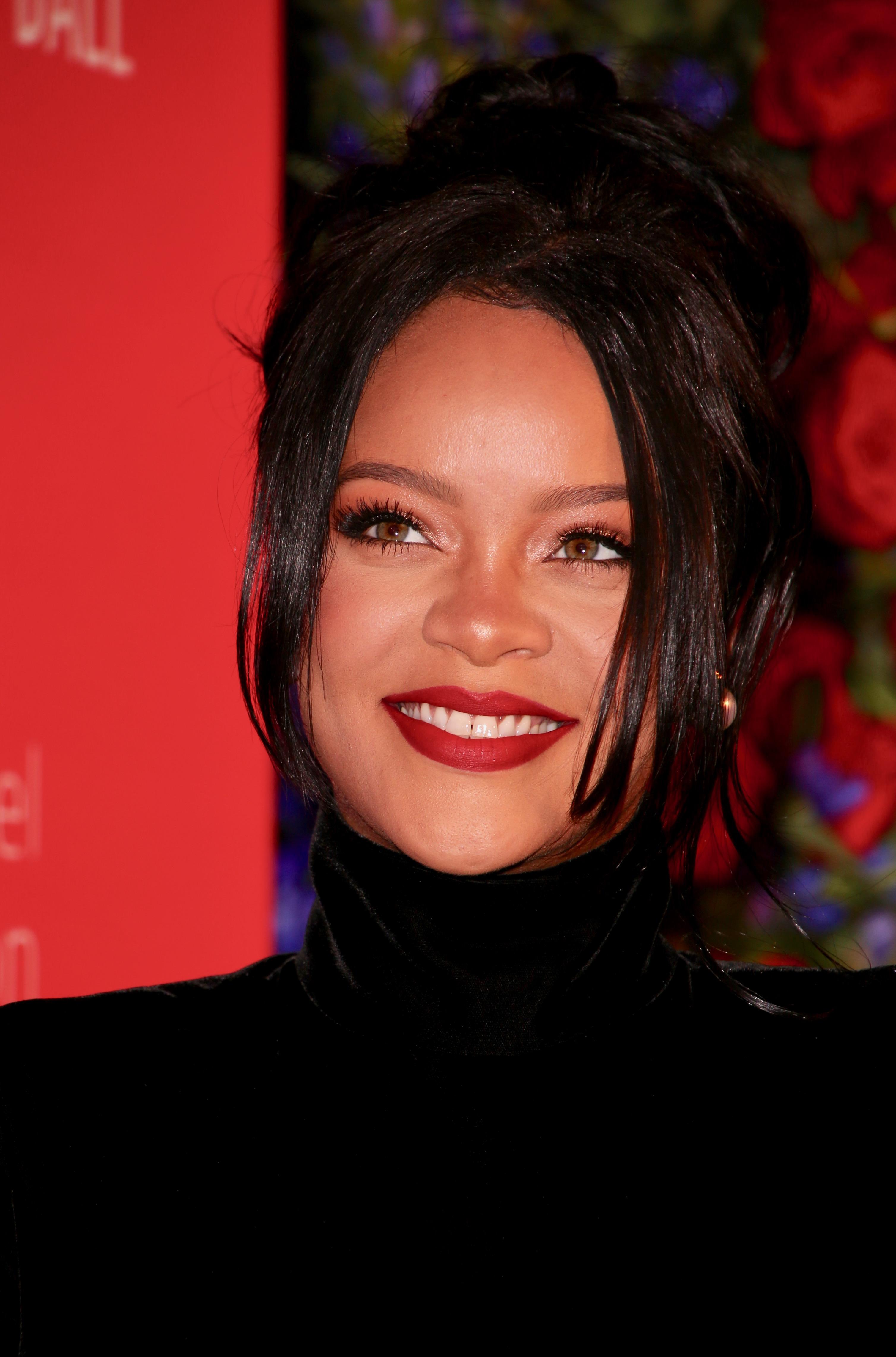 Μια μάσκαρα- δύο διαφορετικά βουρτσάκια! Η Rihanna μόλις έβγαλε το προϊόν των ονείρων μας!