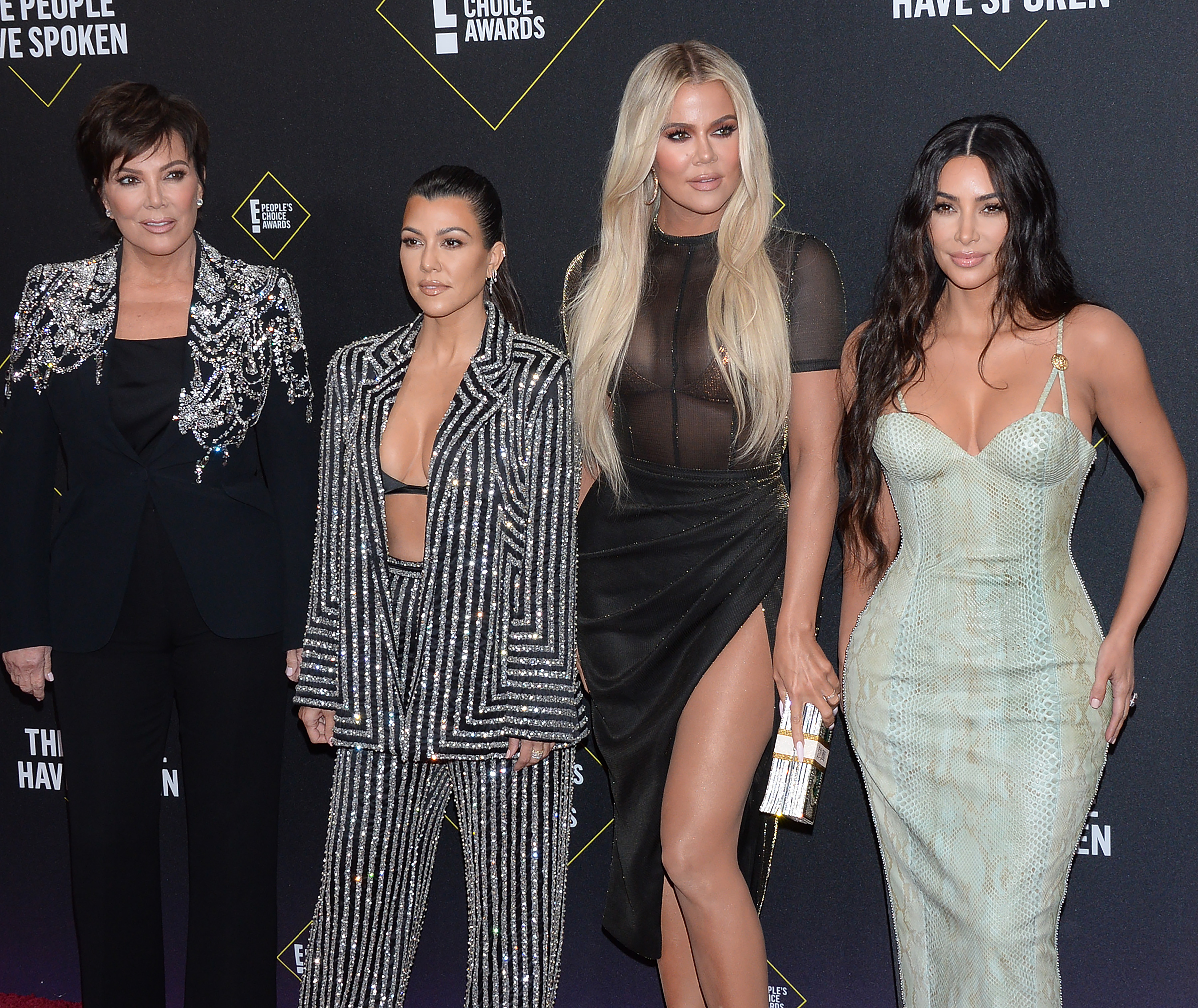 Είναι τα ματ νύχια η νέα τάση; Ναι, σύμφωνα με τις Kardashian-Jenner!